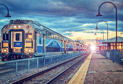 railroad beaconsfield sunset canada train high quebec montreal platform tracks railway trainstation saturation shelter bombardier amt vividcolors niks vividcolours singleshothdr colorefexpro4
