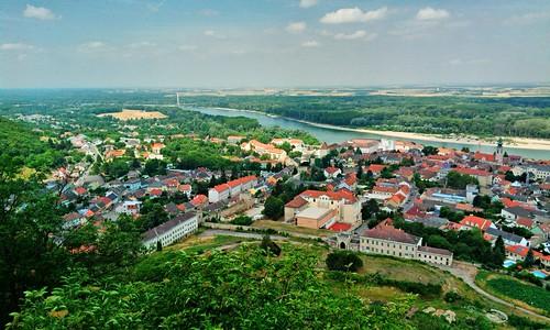 Hainburg nad Dunajem z Góry Zamkowej / Hainburg an der Donau seen from Schlossberg   by faxepl