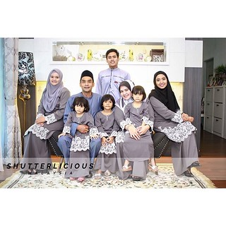 Raya Family Portrait 2016 #love #siblinglove #siblings #moment #best #family #familytime #familyphoto #familyportrait #raya2016 #awesome #love | by lukecarliff