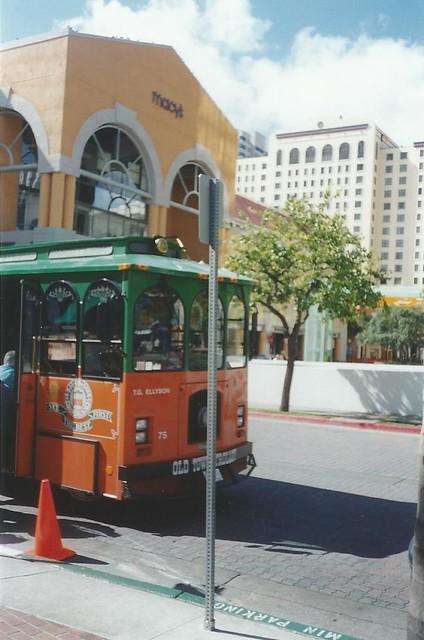 San Diego Trolley Tour, Horton Plaza, San Diego, California, USA - www.meEncantaViajar.com