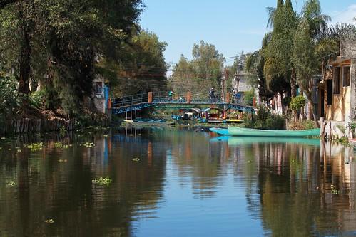 mexico puente canal xochimilco