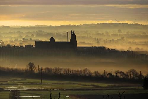 Lever du jour sur la cathédrale de Dol-de-Bretagne
