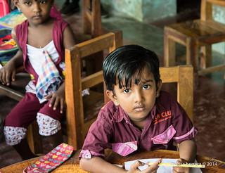 Niña en escuela de Neduntivu.