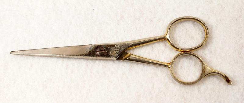 RD13232 Vintage Karina Solingen W. Germany 5 inch Moustache Shears DSC02491