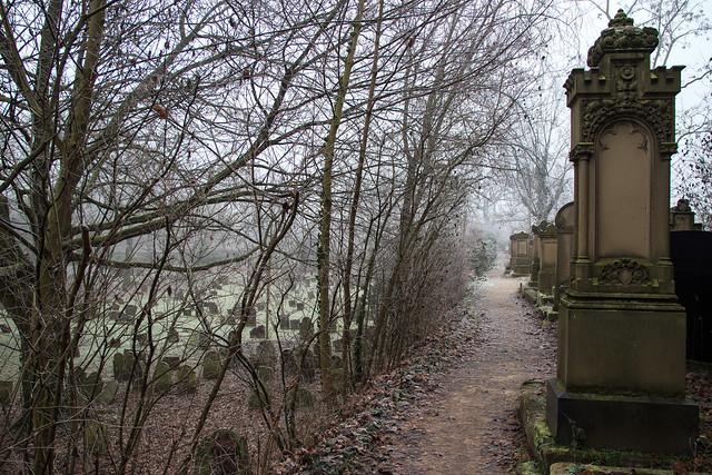 Winterliche Nebelimpression vom ältesten jüdischen Friedhof Europas