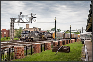 NS with auto racks, Dalton/GA, 05/31/2012