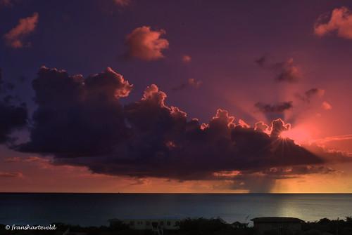 sunset sea sun clouds nimbus zee caribbean bonaire sunbeams raincloud antilles netherlandsantilles antillen nederlandseantillen regenwolk dutchcaribbean caribbeannetherlands caribischnederland