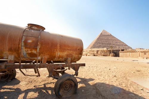 Ciaro,  Giza  Pyrimids Old and  water tank