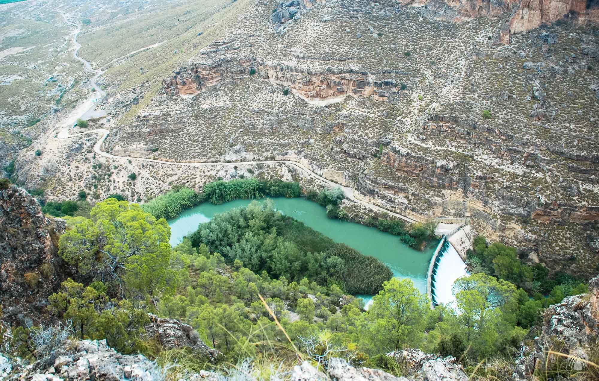 La presa vista en la vertical desde arriba