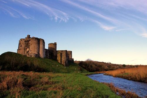 castle water wales carmarthenshire ruin norman f16 welsh 1320 kidwelly ruined cadw rivergwendraeth castellcydweli rnbgwendraeth