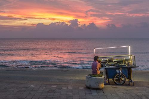 sunset food beach cloudy srilanka streetseller colombo