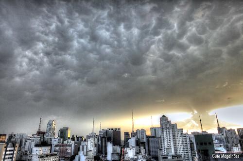 city cidade brazil sky urban cloud storm brasil skyline canon downtown saopaulo sãopaulo centro stormy 5d canon5d 24mm paulo nuvem ceu são hdr guto tempestade magalhães gutooo gutomagalhães