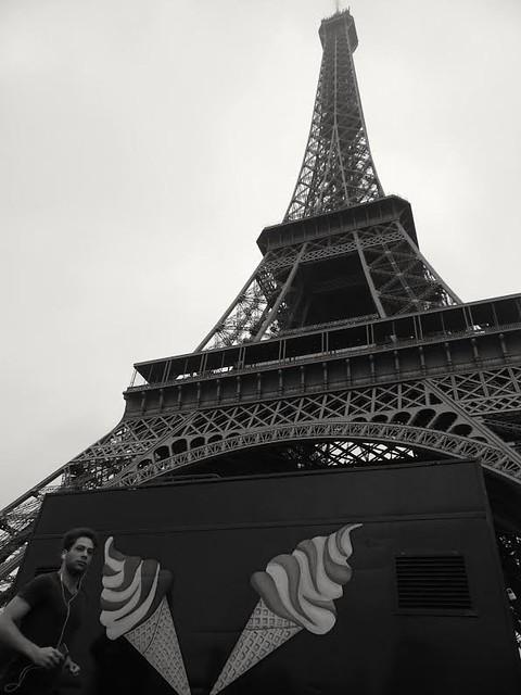 Paris vaut bien une glace.. Paris is well worth an icecream..