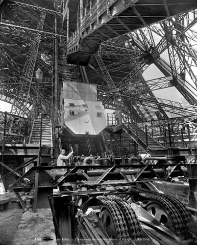 Thang máy của Tháp Eiffel tại Đấu xảo QT Paris 1889   by manhhai