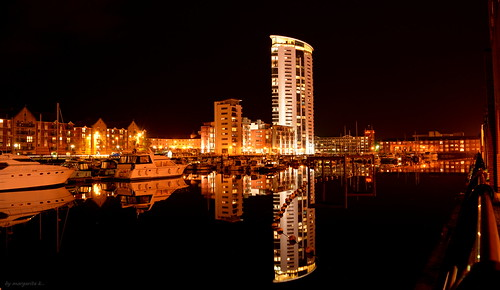 reflection swansea southwales night marina landscape lights bay nikon long exposure glow nightscape ngc slowshutter glowing d5200 waterenvirons