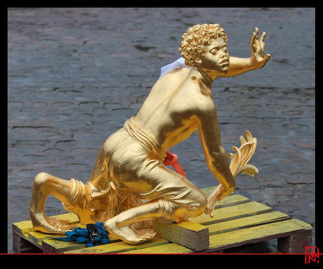 Versailles : Déjà une patte de grenouille !