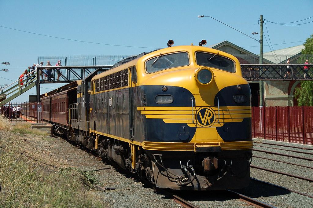 B74 T357 SRHC Echuca VIC (2) by G train 79