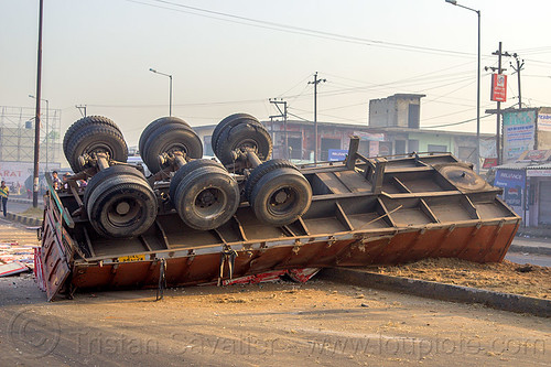 DSC09448 - Overturned Truck Trailer (India) | by loupiote (Old Skool) pro