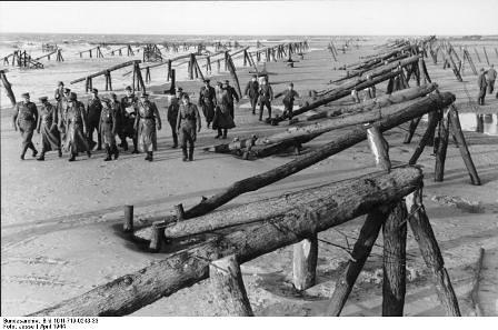 Rommel inspecciona defensas del muro del Atlántico