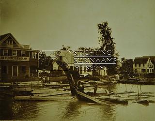 Oever Surinamerivier   by Stichting Surinaams Museum