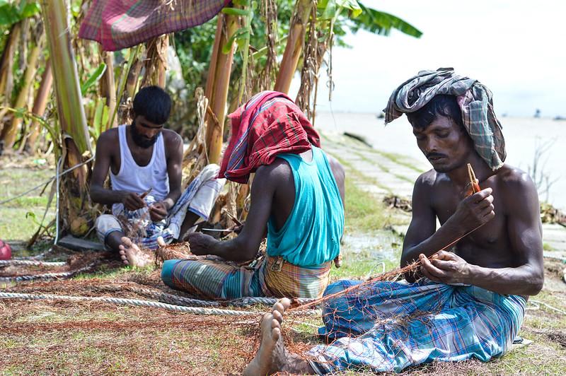 Making hilsa nets, Bangladesh. Mohammad Mahabubur Rahman, 2016.