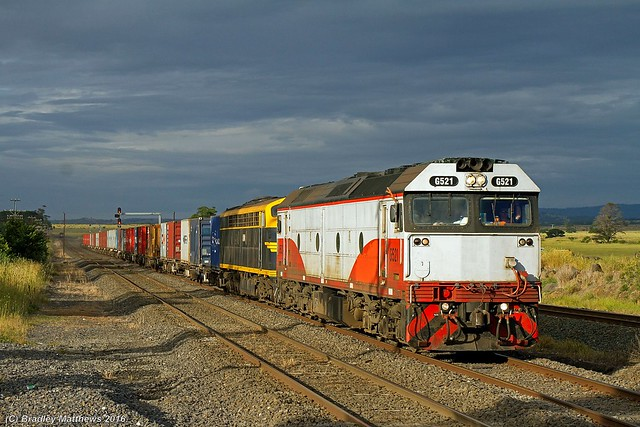 G521-S303 with 9372 up Qube Deniliquin Rice Train at Donnybrook (16/12/2016).