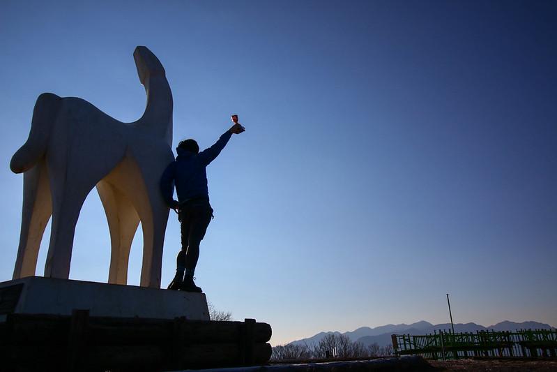陣馬山の銅像