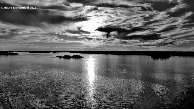 Turbinano le nuvole in Svezia