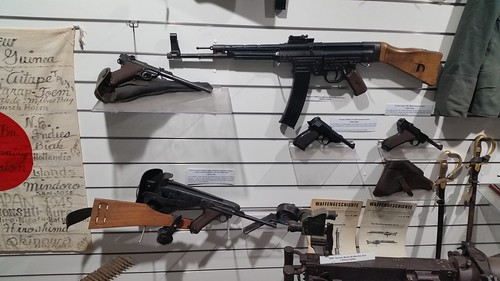 German WWII Hand Guns and Machine Guns