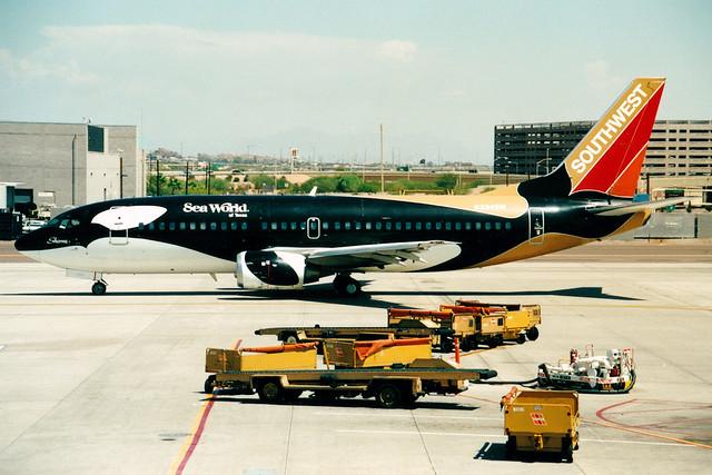 Southwest Airlines | Boeing 737-300 | N334SW | Shamu One | Phoenix Sky Harbor