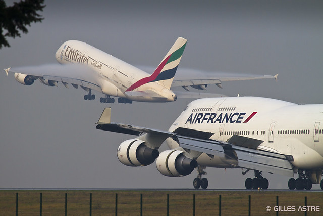 LFPG 26 decembre 2014 Airbus A380 Emirates A6-EES -  Boeing 747 Air France F-GITE
