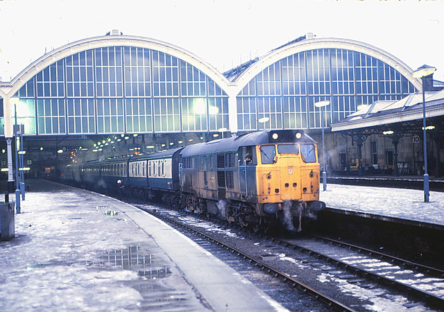 31180 Hull Paragon 29/12/1981