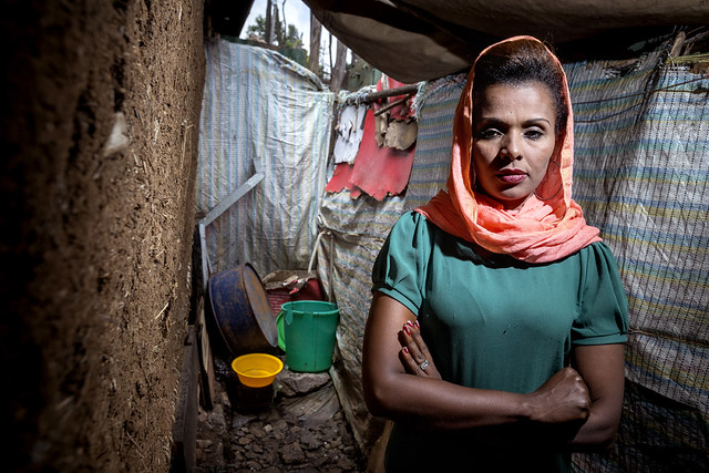 africa family woman women familie toilet wash afrika problems economy hygiene lavatory vrouw gender vrouwen economie problemen