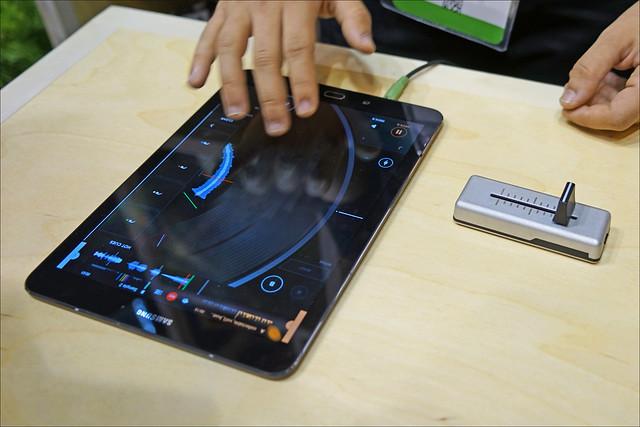 Platine virtuelle de DJ (Salon Viva Technology, Paris)