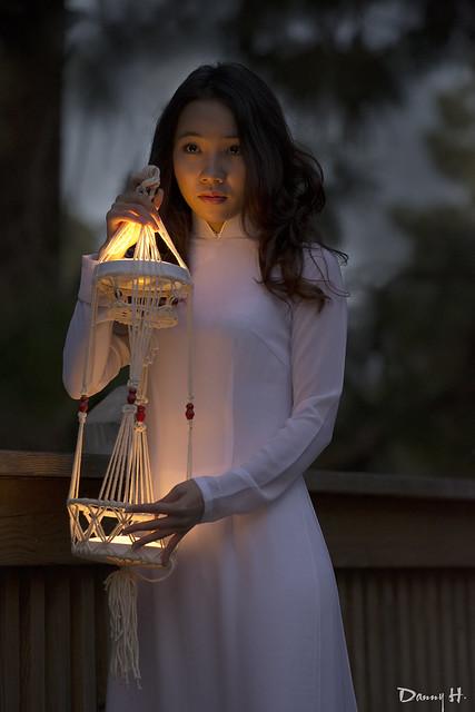 Viet Nam Fashion Model Photography Nhiep Anh Ao Dai Trang Vietnamese Traditional Dress Đêm Night Đèn Lồng Lantern