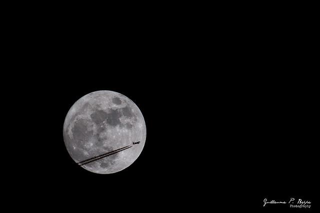 Easyjet meeting the 1st full moon of 2015.