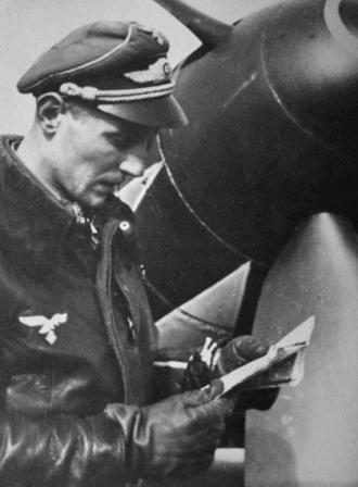 Erich Hartman frente a su Me109