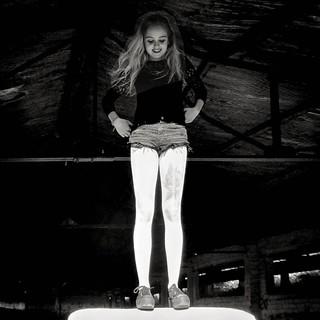 Lights and shadows.  Model @__.j.e.s.s.i.c.a._ Luces y sombras. | by TONI KARTANFLAT