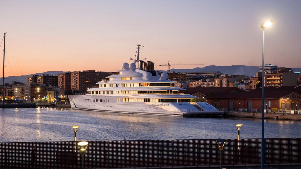 Azzam, Port Marina Tarraco (Tarragona, Spain)    Yacht IMO: …   Flickr