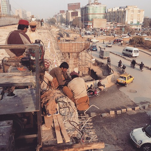 Metro Bus Islamabad: Islamabad Metro Bus Project. Construction Without Safety P