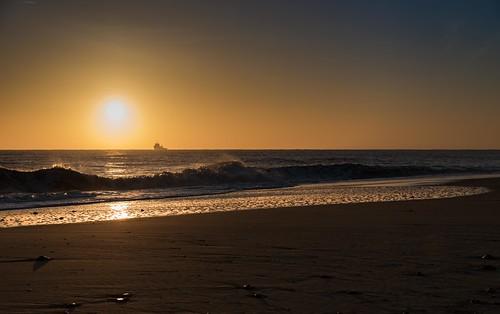 tamron d750 2470mm seashore reflection sea shadows sun dawn beach imanoot light sunrise dark gorleston water sky seascape nikon east norfolk anglia