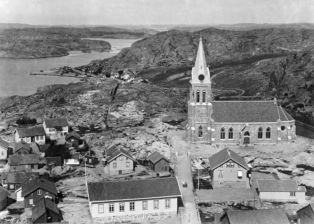 Utsikt frn vrdshuset mot Fjllbacka. - Picture of Fjallbacka