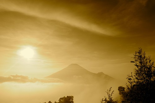 mist mountain sunrise indonesia landscape volcano java cloudy sindoro sikunir
