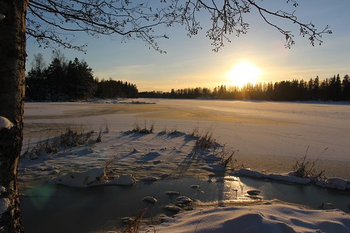 sun-over-frozen-river | by anywhereism