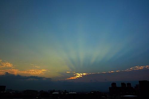 rooftop sunrise twilight glow cloudy jan 01 日出 2015 一月 頂樓 深耕