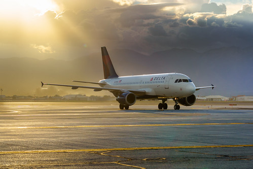 city usa lines sunrise airplane utah unitedstates aviation air transport jet dal delta saltlake transportation airbus slc airlines airliner intl taxiway a319 internationalairport deltaairlines a319114 kslc saltlakecityinternationalairport n381nb