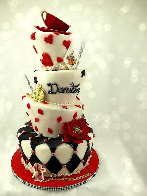 Alice in Wonderland red teacup cake-001