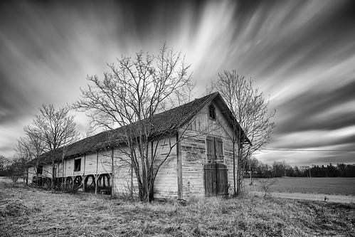 Abandoned barn | by jarnasen