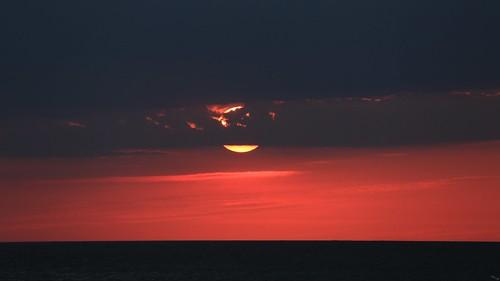 photosbymch landscape seascape sunrise sun clouds sureal bodieisland capehatterasnationalseashore obx outerbanks atlanticocean northcarolina usa canon 5dmkiii 2016 bloodred ocean outdoor redsky