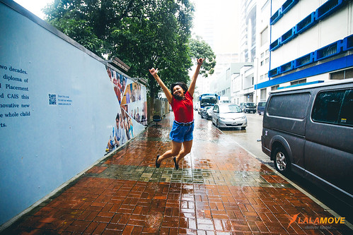 Lalamove dancing in the rain!